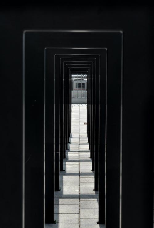 Бесплатное стоковое фото с белый, городской, проход, современный