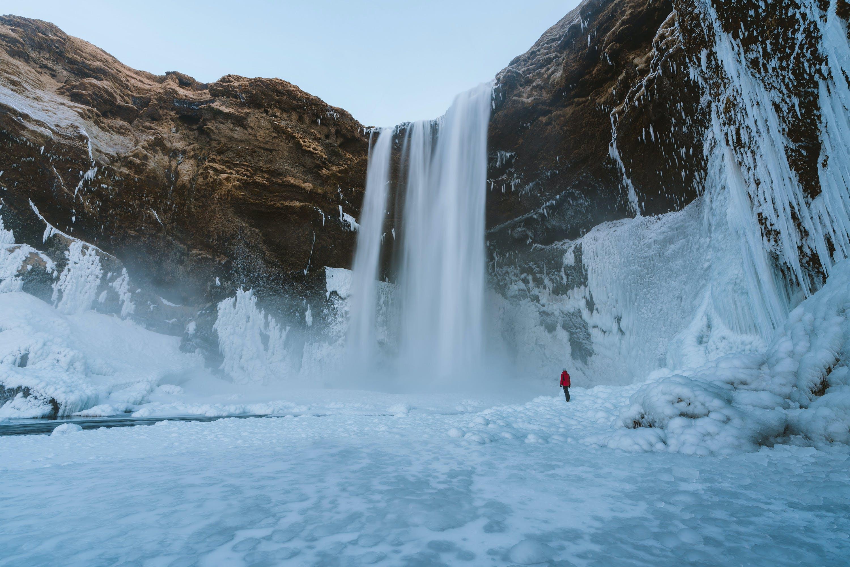 Kostenloses Stock Foto zu abenteuer, arktis, aufnahme von unten, berg