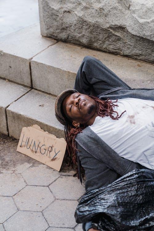 Gratis stockfoto met Afro-Amerikaanse man, buiten, buitenshuis