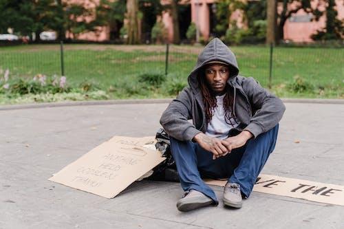 Kostenloses Stock Foto zu armut, draußen, erwachsener