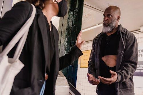 Gratis stockfoto met Afro-Amerikaanse man, armoe, armoede