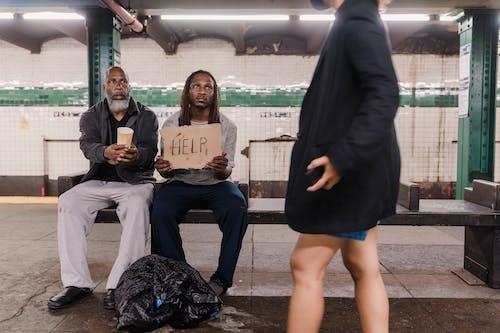 남자, 노숙자, 보고 있는의 무료 스톡 사진