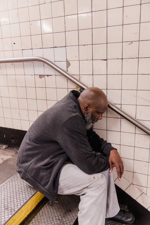 Gratis stockfoto met alleen zijn, beton, dakloos