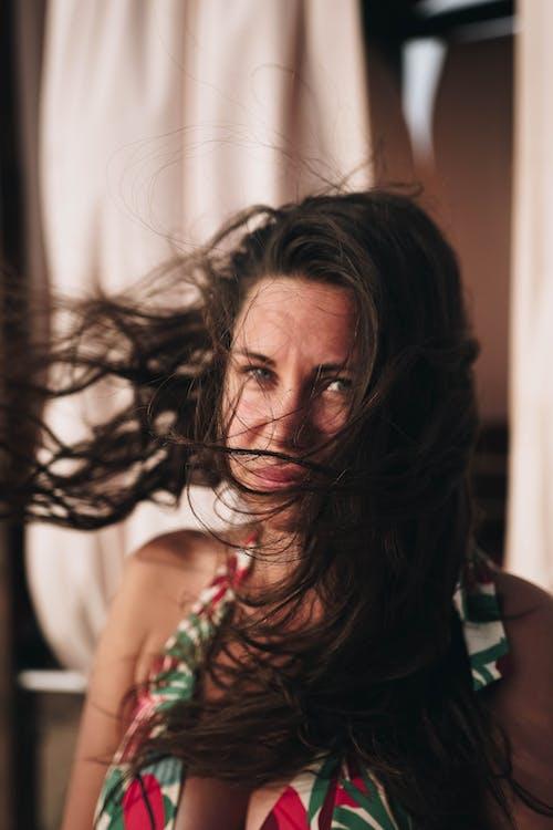 Gratis stockfoto met detailopname, haar danst, haren wind