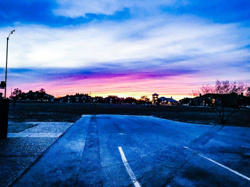 Fotobanka sbezplatnými fotkami na tému dramatická obloha, modrá obloha, purpurová obloha