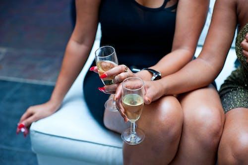 人的双腿, 喝, 坐 的 免费素材图片