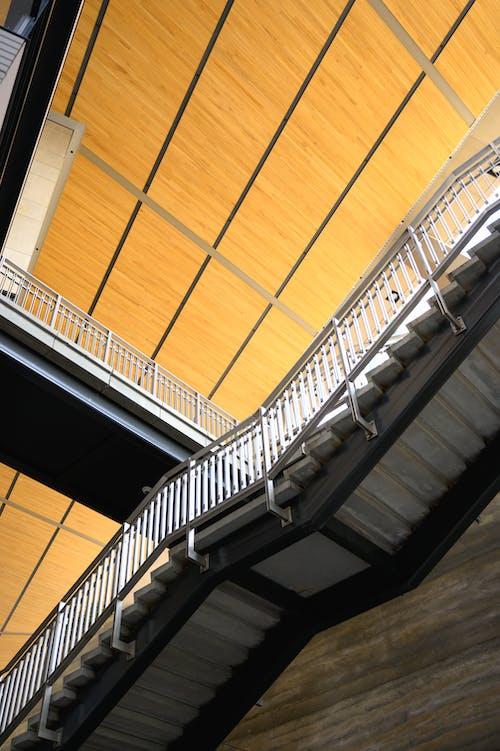 Kostenloses Stock Foto zu architektur, bau, drinnen