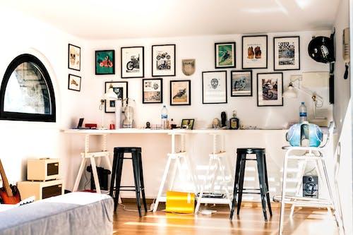 Gratis arkivbilde med arbeidsplass, bilderamme, bord
