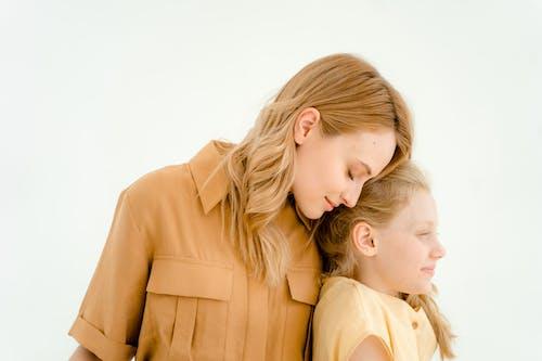 Fotobanka sbezplatnými fotkami na tému blond vlasy, bočný pohľad, byť spolu