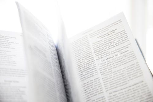 Gratis lagerfoto af Bibel, bogsider, close-up, hellige skrifter
