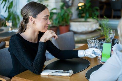Бесплатное стоковое фото с бизнес-леди, бионический, в помещении