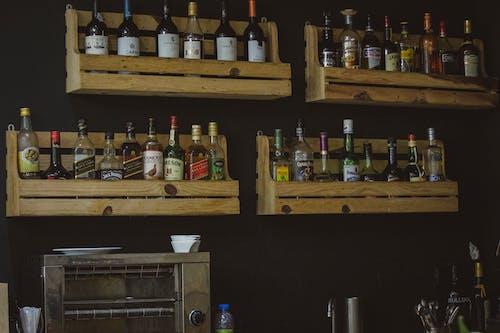 Безкоштовне стокове фото на тему «алкогольні напої, лікер, пляшка вина»