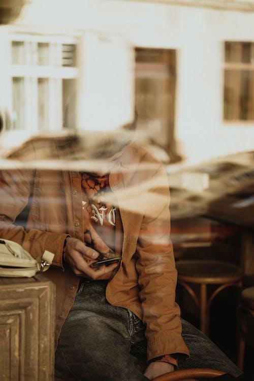 Бесплатное стоковое фото с бежевый, в помещении, гаджет