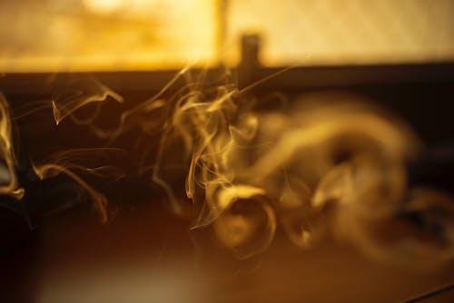 女孩, 工作室, 抽煙 的 免費圖庫相片