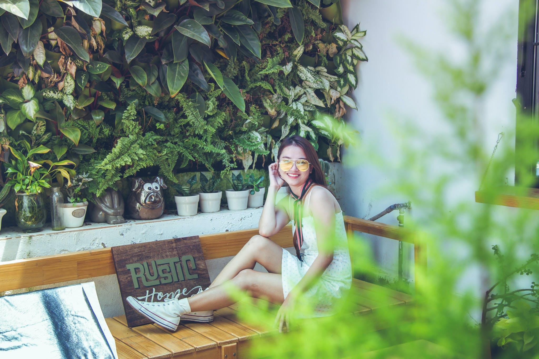 aşındırmak, asyalı kadın, Bahçe, Bank içeren Ücretsiz stok fotoğraf