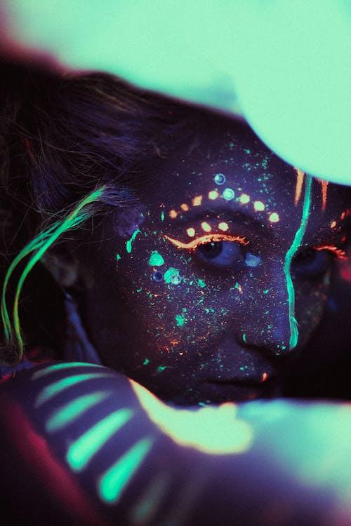 Gratis lagerfoto af ansigtsudtryk, excentrisk, flerfarvet