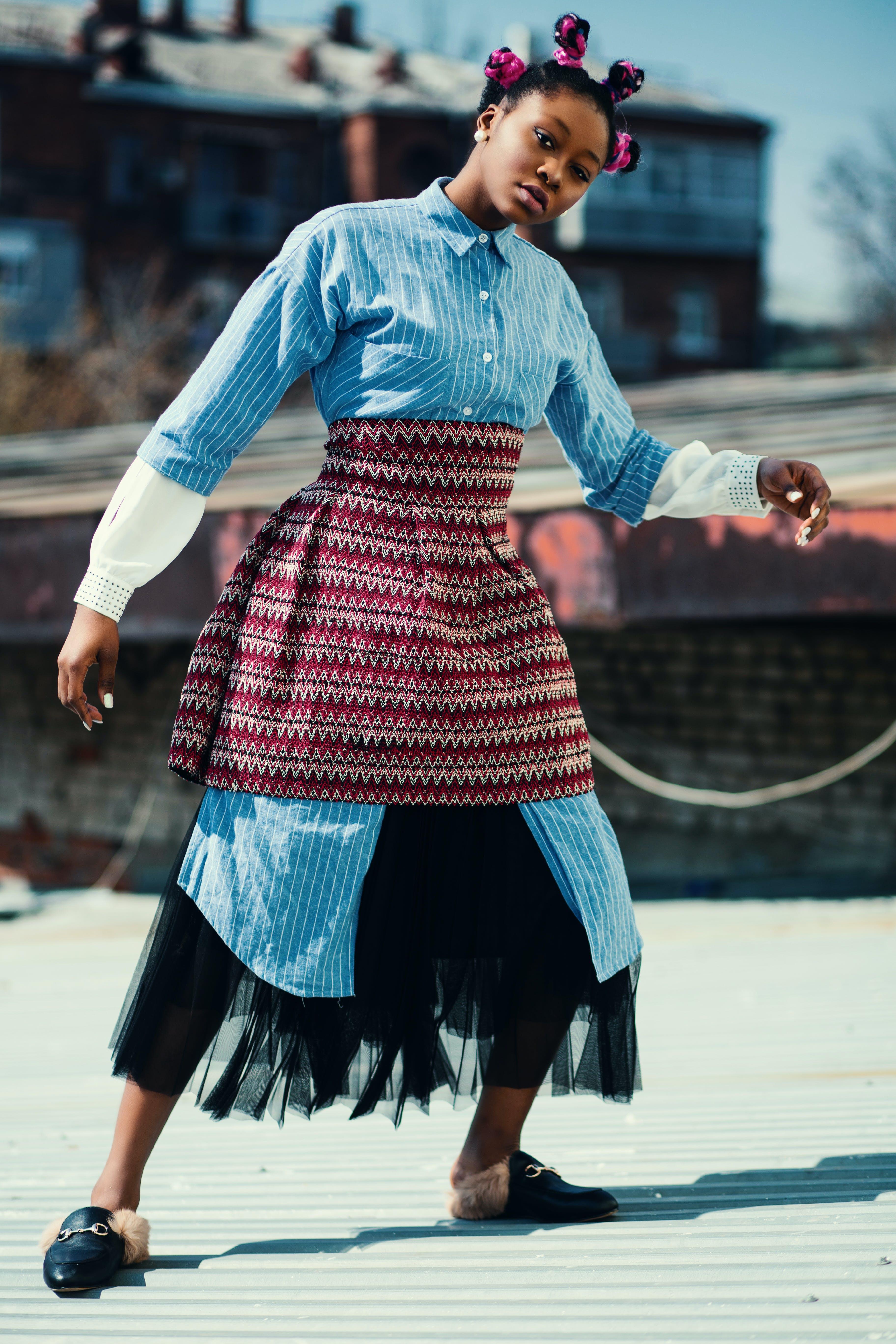 Kostenloses Stock Foto zu afroamerikaner-frau, dach, dame, damenmode