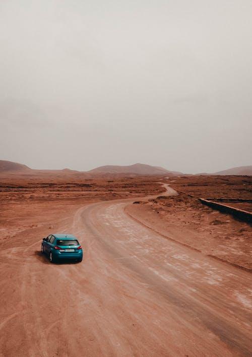 Photos gratuites de aventure, ciel maussade, colline