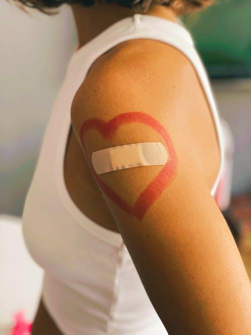 Foto profissional grátis de adulto, atenção, bandagem adesiva
