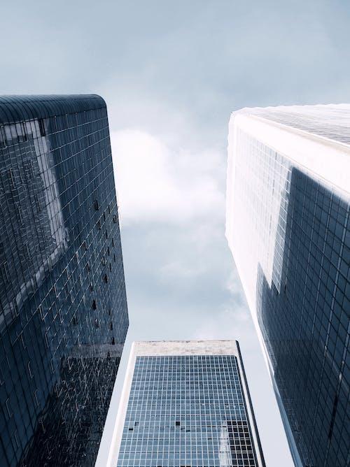 Foto profissional grátis de arquitetura, arranha-céu, artigos de vidro