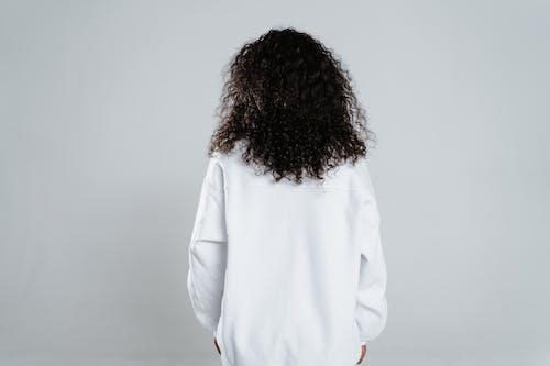 Kostenloses Stock Foto zu afroamerikaner-frau, bluse, frau