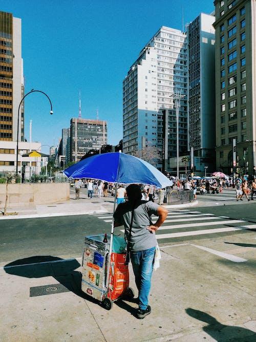 Foto profissional grátis de adulto, ao ar livre, arquitetura