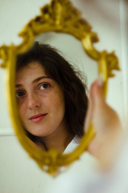 คลังภาพถ่ายฟรี ของ กระจกเงา, การมอง, จับ