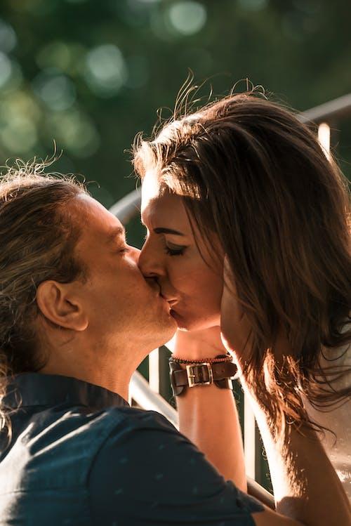 Fotos de stock gratuitas de abrazar, abrazo, afecto