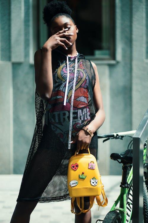 Fotobanka sbezplatnými fotkami na tému Afroameričanka, bicykel, černoška, človek