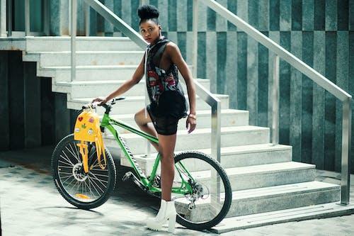 Gratis lagerfoto af afrikansk, billede, cykel, fashionabel