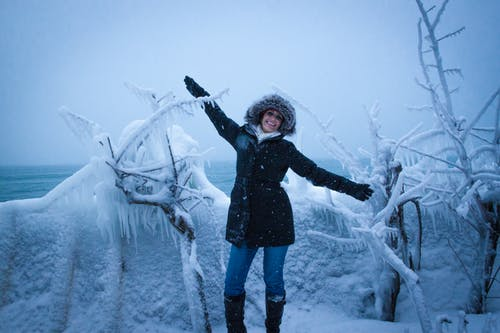 Ilmainen kuvapankkikuva tunnisteilla jää, naismalli, talvi, yläpuolelta