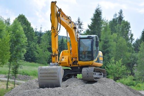 Kostnadsfri bild av grävmaskin, grus, konstruktion, träd