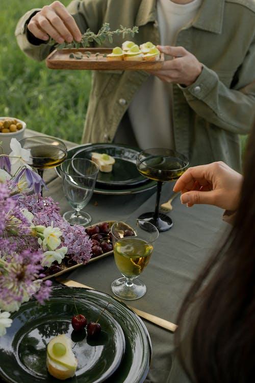 Darmowe zdjęcie z galerii z danie, drink, dwoje ludzi