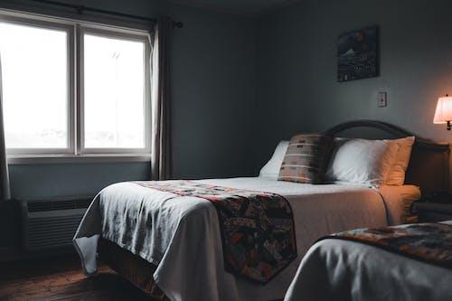 Photos gratuites de à l'intérieur, appartement, chambre