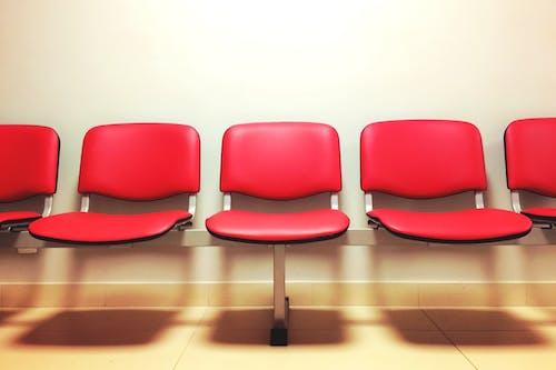Gratis lagerfoto af pladser, sæder, ventesal, venteværelse
