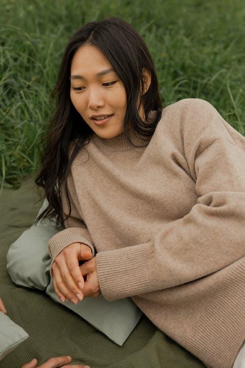 คลังภาพถ่ายฟรี ของ นอนลง, ผู้หญิง, ผู้หญิงเอเชีย