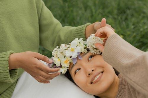 Ilmainen kuvapankkikuva tunnisteilla aasialainen nainen, hymyily, ihmisen käsi