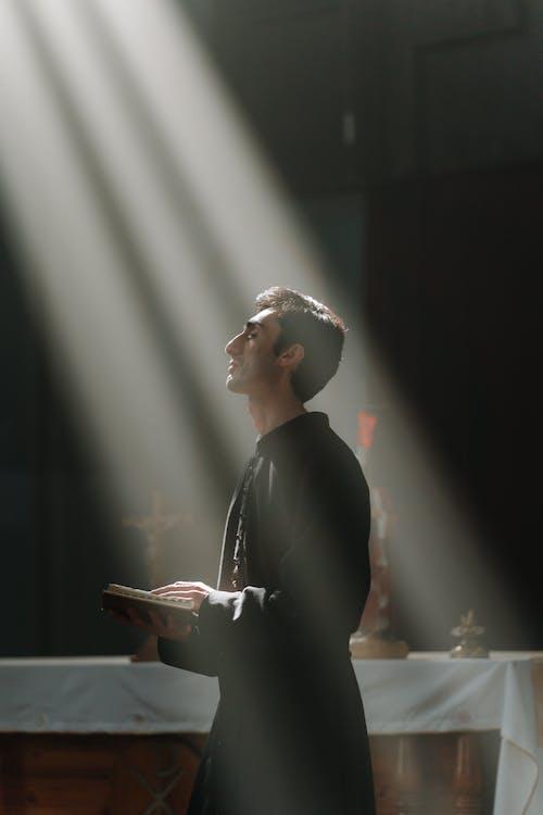 Fotos de stock gratuitas de catolicismo, católico, hombre