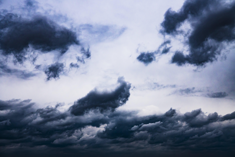 Kostenloses Stock Foto zu atmosphäre, bewölkt, draußen, dunkle wolken