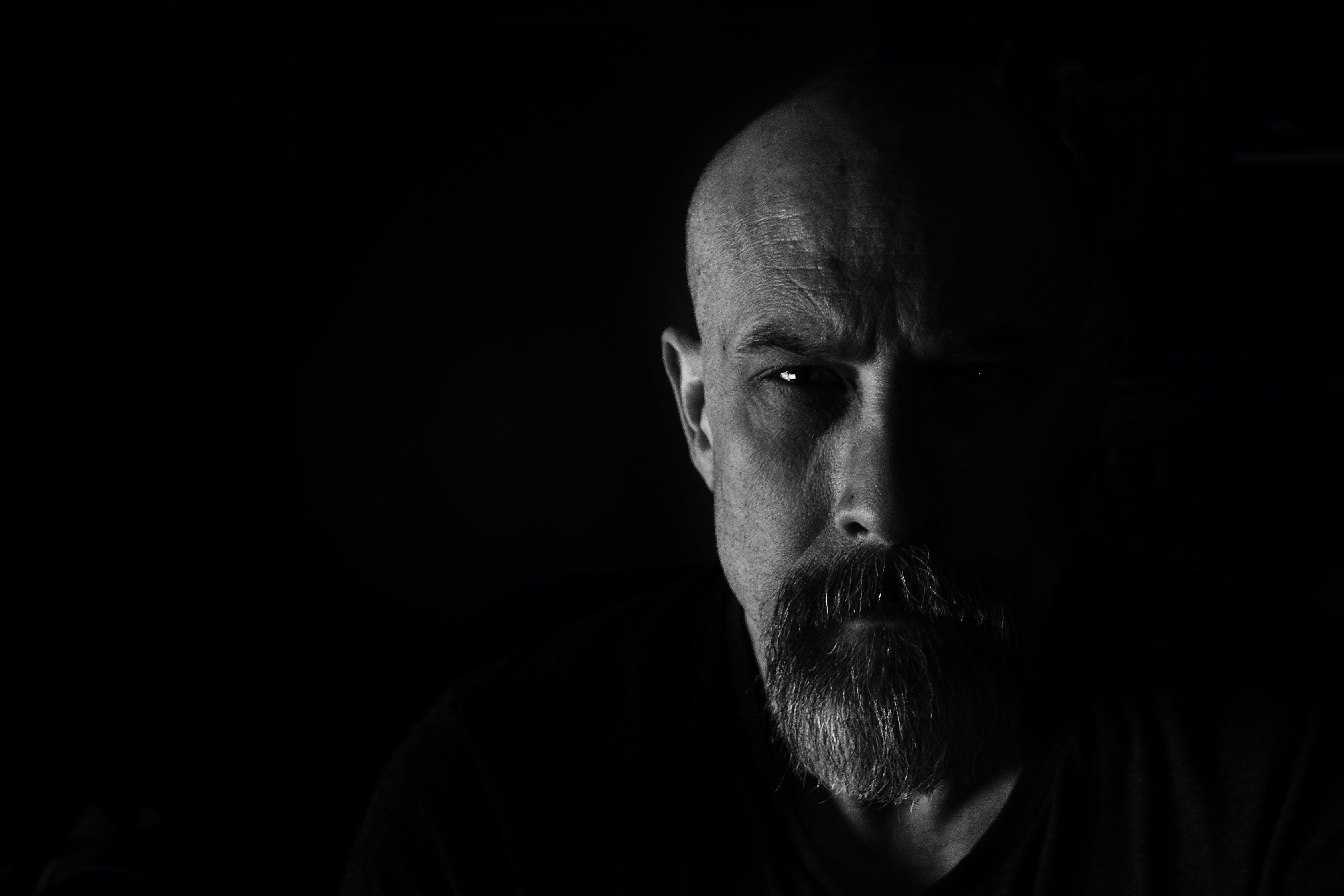 Immagine gratuita di adulto, barba, bianco e nero, espressione facciale