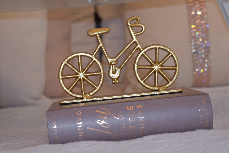 Kostenloses Stock Foto zu bett, bildschirm, fahrrad, dekoration