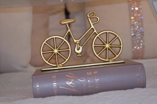 Brass-colored Bike Table Decor