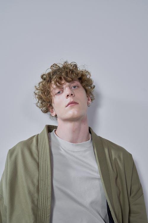 Fotobanka sbezplatnými fotkami na tému blond vlasy, čelný pohľad, dospelý