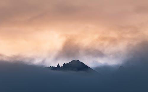 Kostenloses Stock Foto zu abend, bedeckt, berg