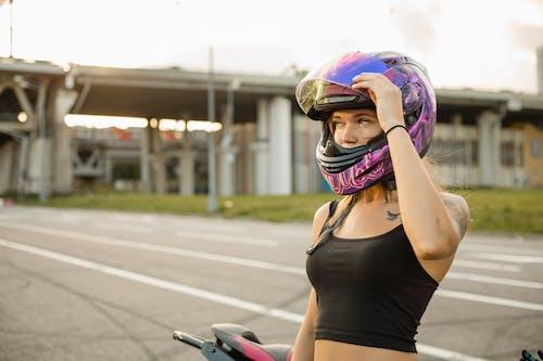 Бесплатное стоковое фото с байкер, бегун, велосипед