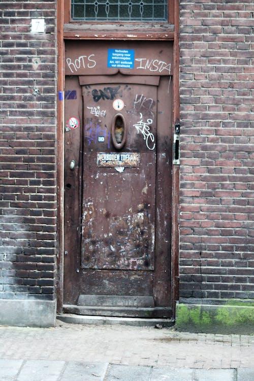 古い正面玄関の無料の写真素材