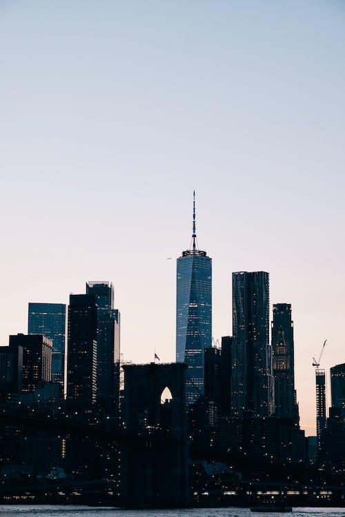 Ingyenes stockfotó alacsony szög kilátás, alkonyat, épület külseje témában