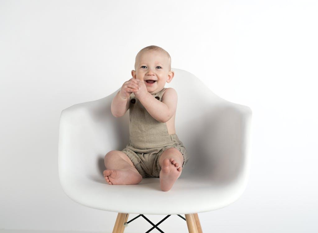 alegre, bebê, cadeira