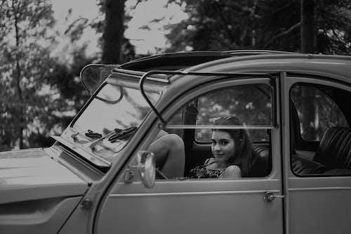 Ingyenes stockfotó #kulterikihivas, autó, fekete-fehér, jármű témában