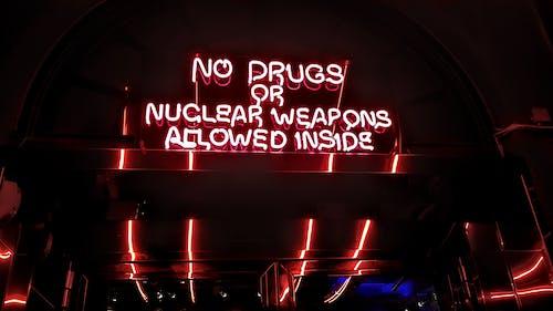 Immagine gratuita di citazione, concettuale, luce al neon